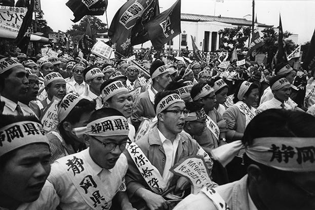 Imagen de Protestantes anti-ANPO que desde Shizuoka desfilan en Tokio el 11 de Junio de 1960. Copyright: Hiroshi Hamaya / MIT
